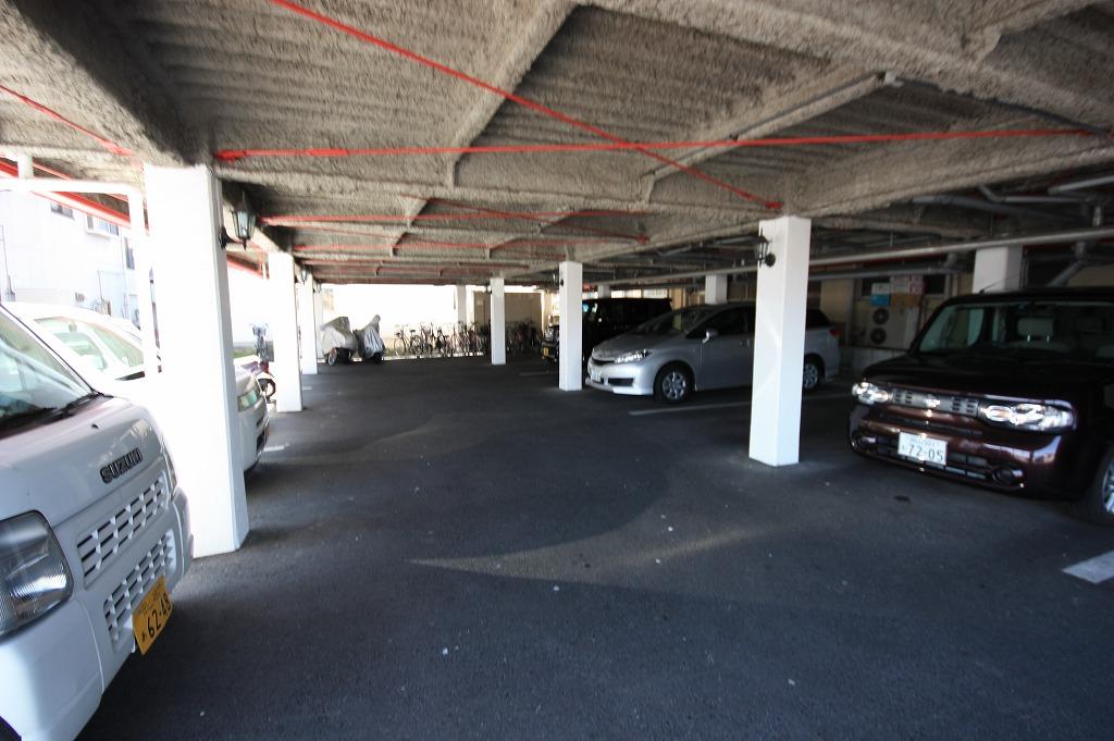 駐輪スペースも屋根付きです。
